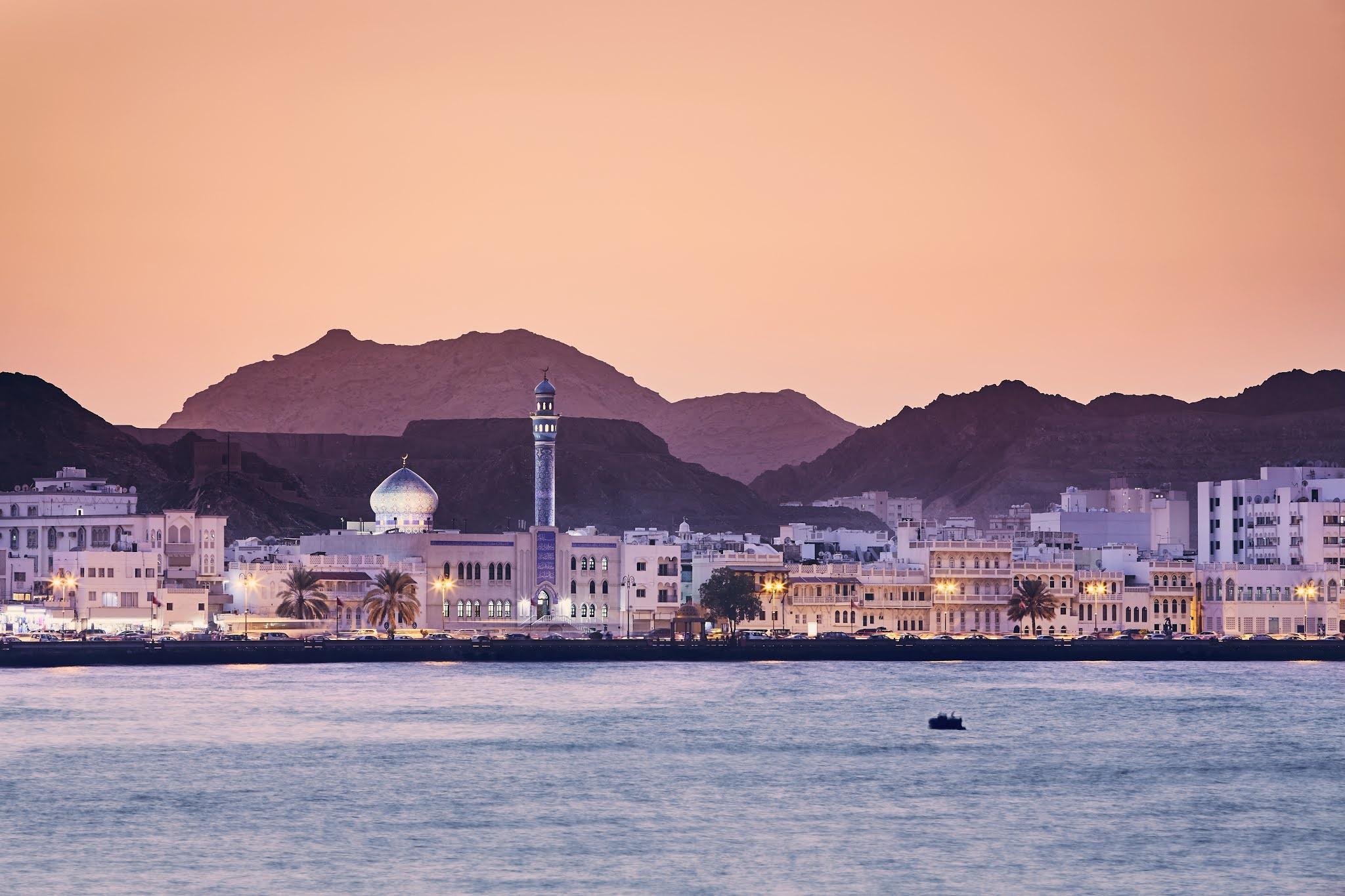 سلطنة عمان تلغي الرواتب المقدمة عند الإجازات