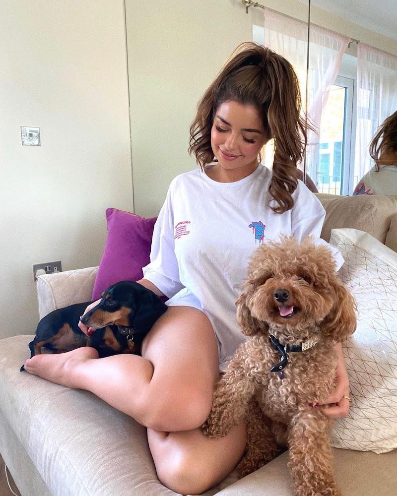 Demi Rose Instagram Pics- 20 Apr-2020