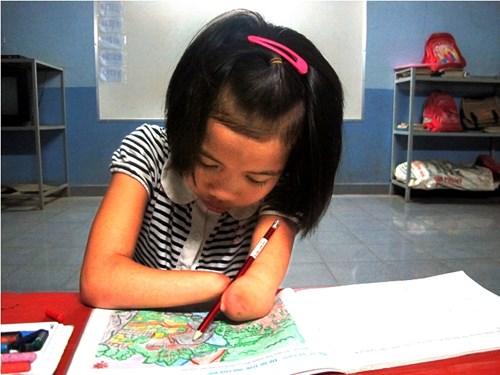 Gia Lai: Nghị lực đáng nể của cô bé người J'rai