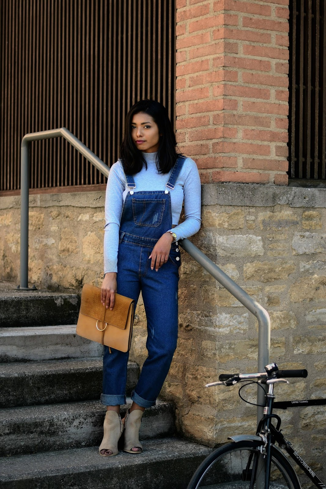 how to look chic in dungarees
