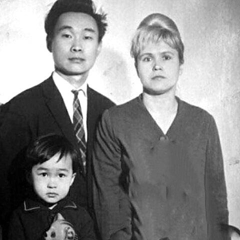Валентина и Роберт Цой с сыном Витей