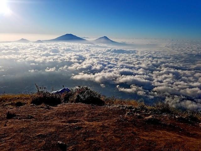 Porter Butuh, Jalur Pendakian Gunung Sumbing Via Kaliangkrik