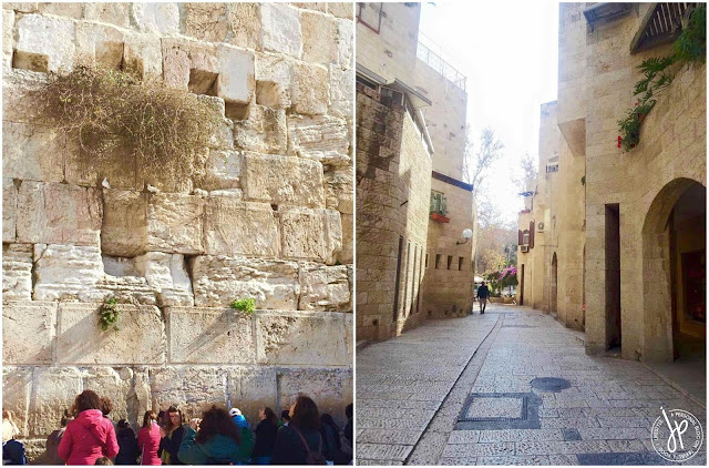 women praying at the wailing wall
