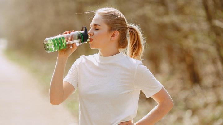 Cara Membersihkan Botol Minuman Yang Menguning Hingga Bersih Tanpa Noda