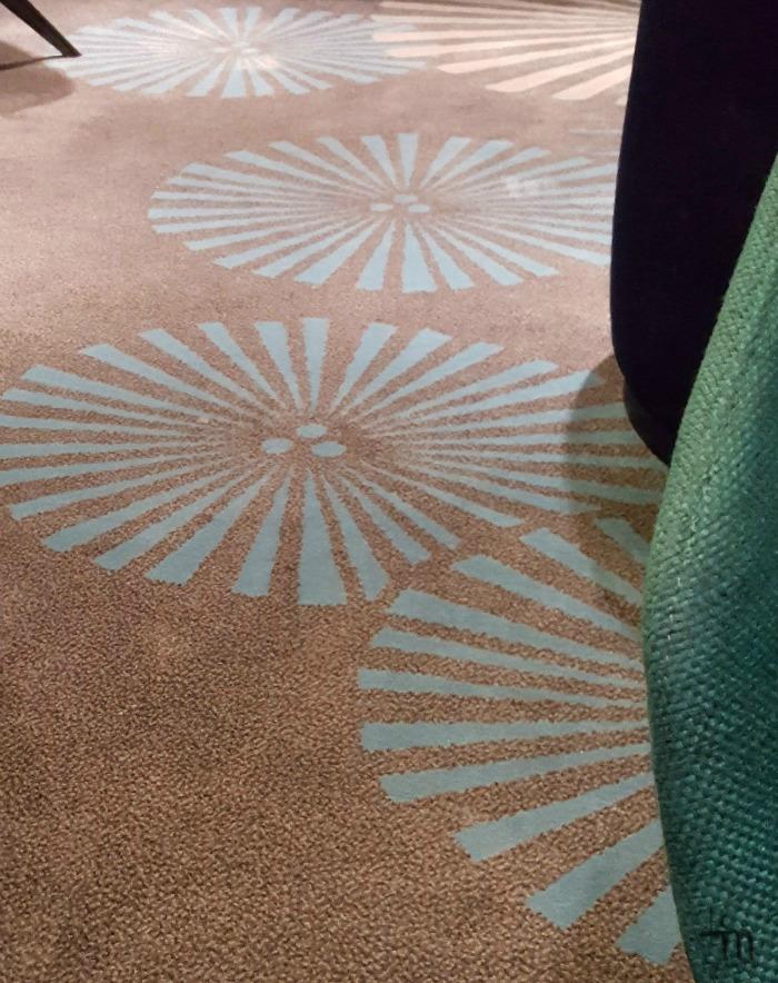 Megastarin sisustusta - kuosiinkudottu matto