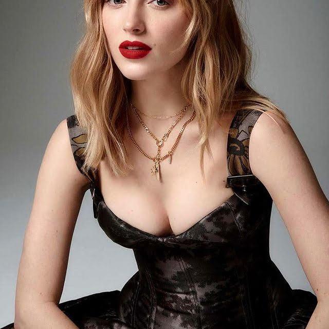 Phoebe Dynevor 4