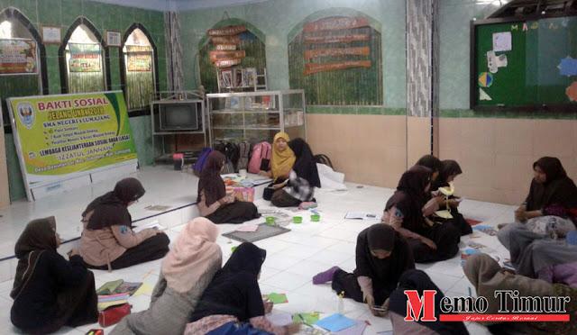 Pelatihan Kreasi Majalah Dinding di LKSA Izzatul Jannah