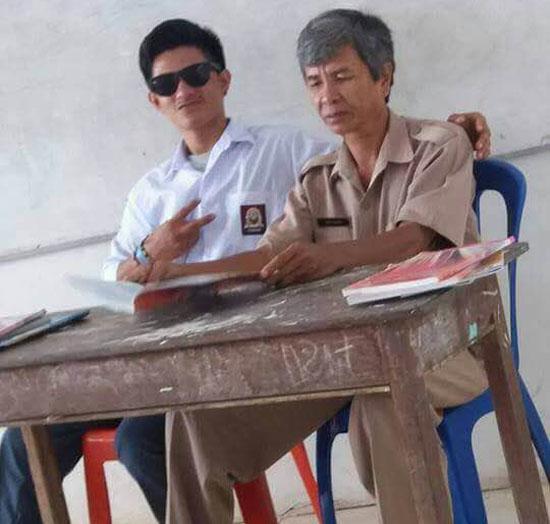 Foto Ilham, Siswa SMA Yang Tak Punya Sopan Santun Pada Guru