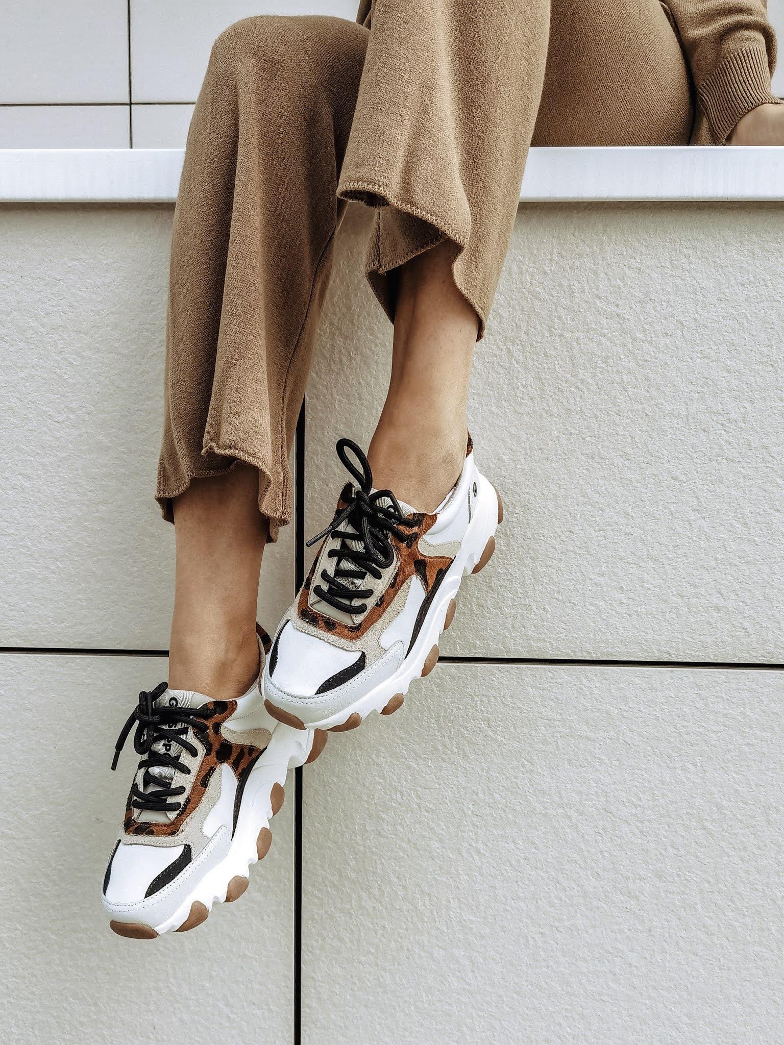 zapatillas que combinen con todo