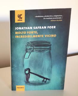 Molto forte incredibilmente vicino jonathan safran foer recensione felice con un libro