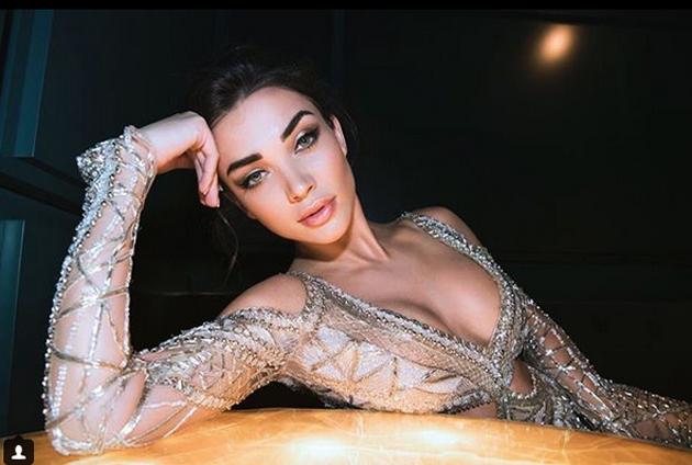 Actress Amy Jackson Latest Instagram Pics Navel Queens
