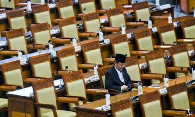 Formappi: Gaji Anggota DPR Besar, Tapi Kinerja Selalu Ambruk