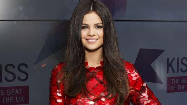 Selena Gomez Menderita Penyakit Lupus