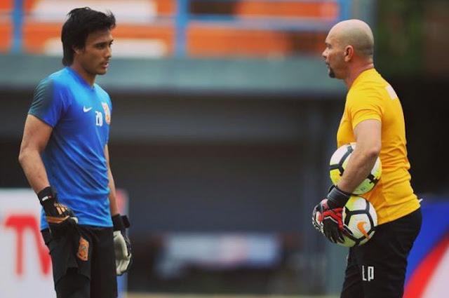 Pelatih Kiper Persib Bandung Pakai Aplikasi Homecourt untuk Latihan Mandiri Anak Asuhanya