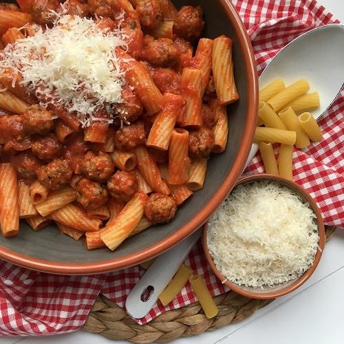 Pasta con polpettine in sugo di pomodoro ~ Pasta mit Hackbällchen in Tomatensauce