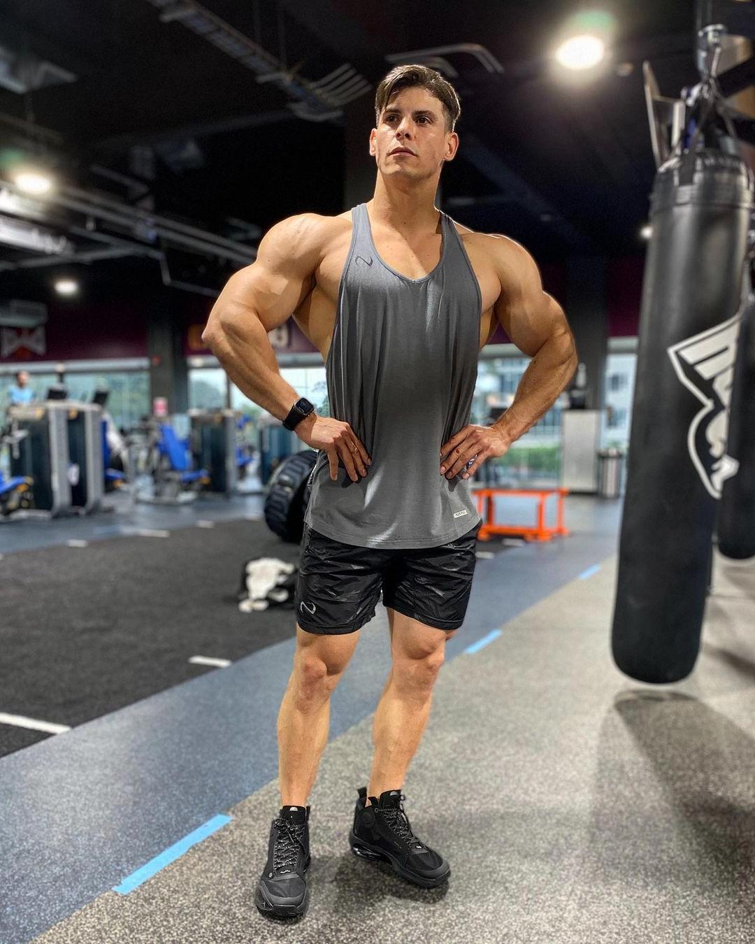 huge-muscular-men-max-murillo-wide-shoulders-gym-hunk-real-life-hercules