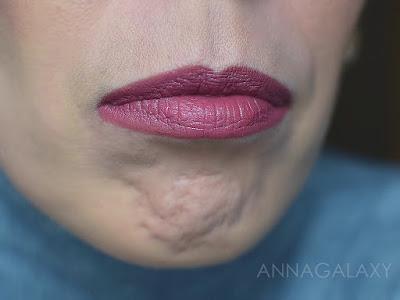 Как выглядит на губах Губная помада Faberlic HD Color 40202 розовая пыль
