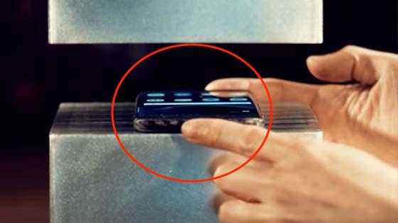 Inilah Yang Terjadi Apabila Samsung Galaxy S7 Edge Dikenakan Tekanan 400 Tan