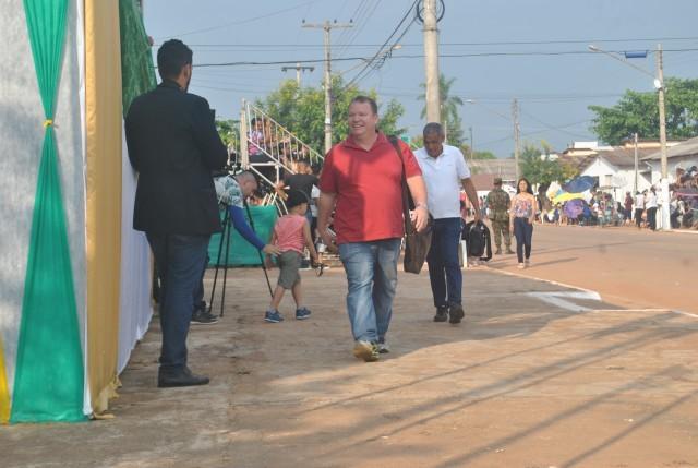 Deputado Dr Neidson prestigia desfiles de 7 de setembro em Guajará