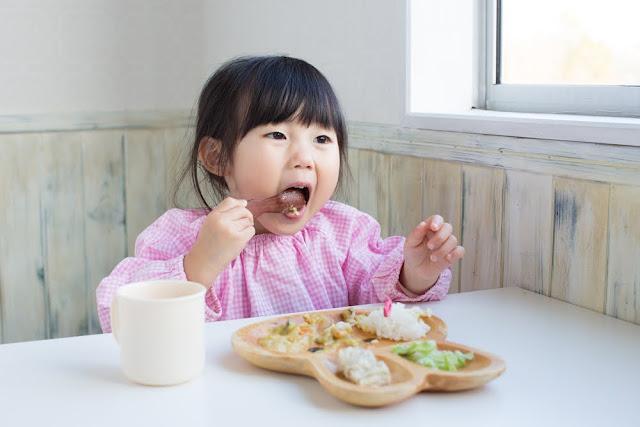 Mencerdaskan Anak dengan 5 Makanan Bernutrisi Terbaik Untuk Otak Anak