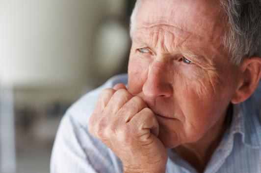 Người cao tuổi thường hay cảm thấy cô đơn và tủi thân