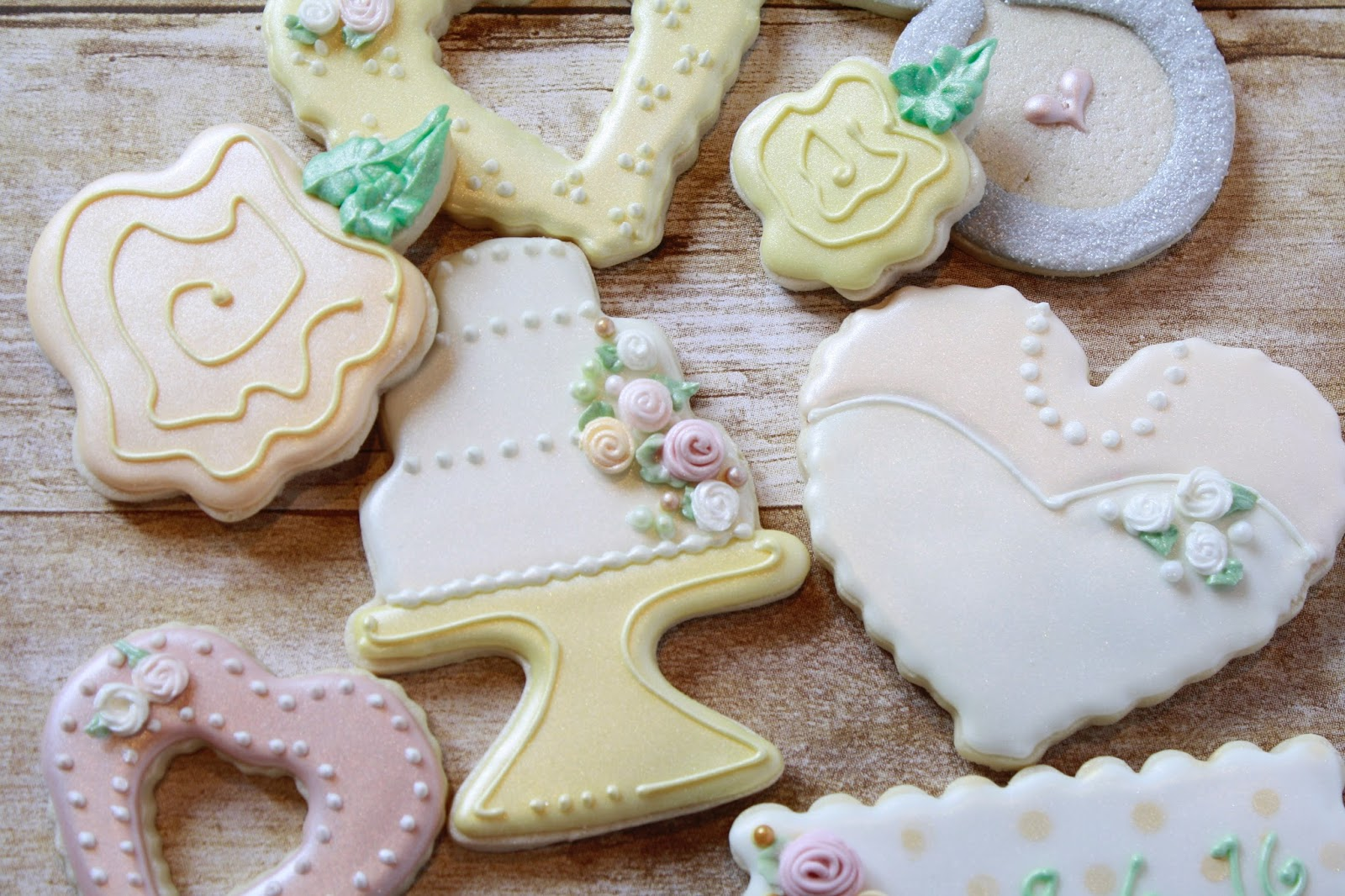 how to make mini roses with royal icing