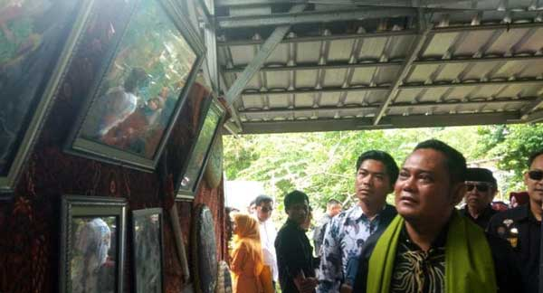 Pameran Lukisan Kampung di Festival Kali Piket Sukawangi Dikunjungi Bupati Eka