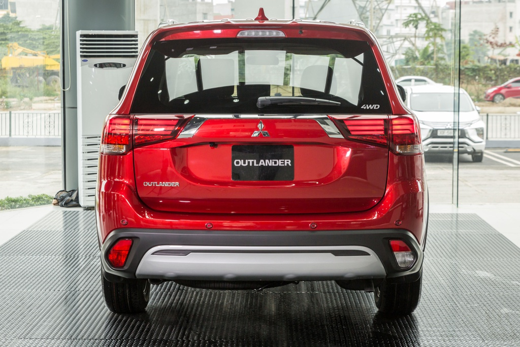 Mitsubishi Outlander bản cao nhất ra mắt VN, giá trên 1 tỷ đồng