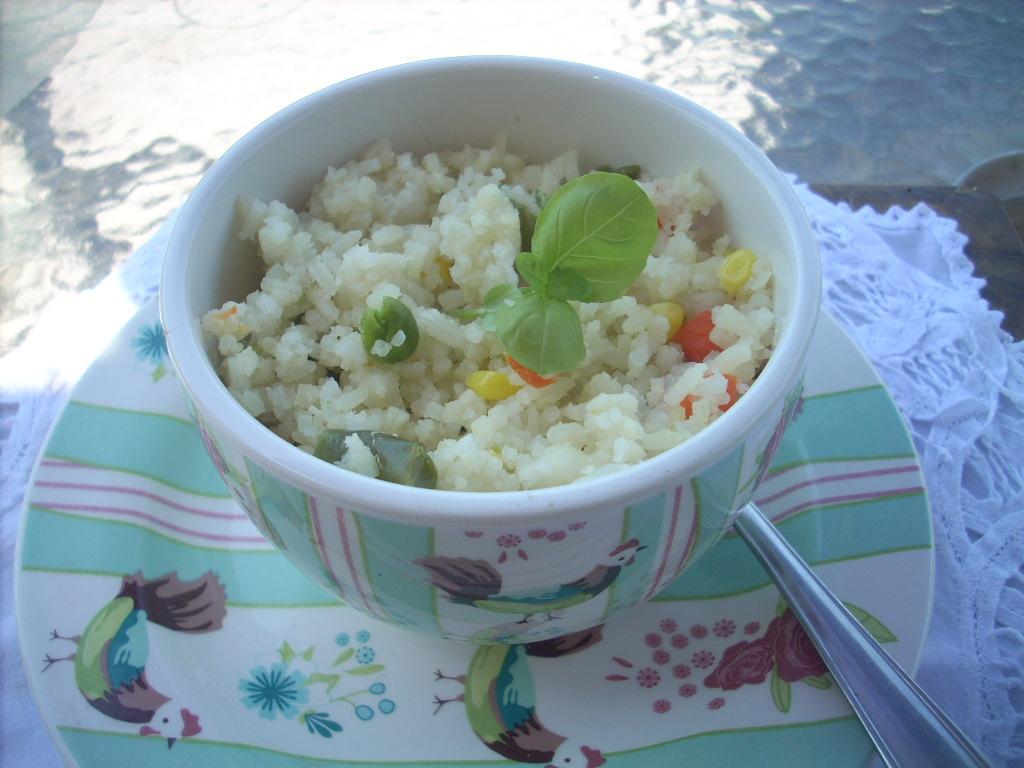 Canela kitchen (gloria): Veggie white rice (microwaves)