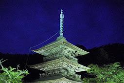 三重塔ライトアップ 安久津八幡神社