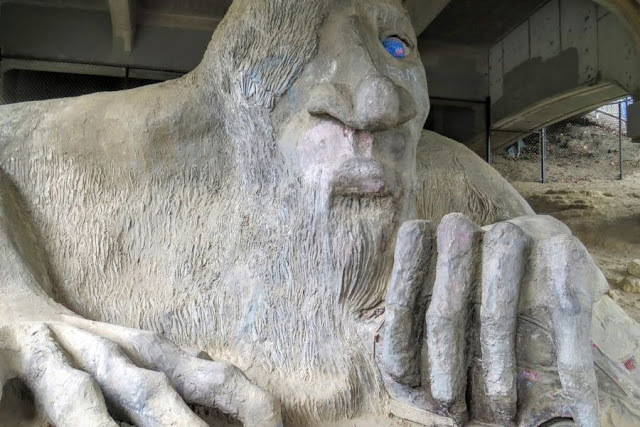 Sunday in Seattle: the troll under the bridge