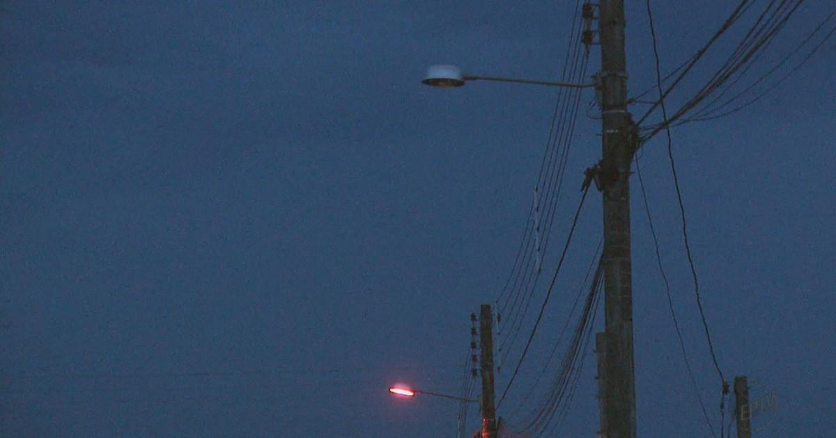 Lâmpada queimada no poste ? Prefeituras são responsáveis pela manutenção