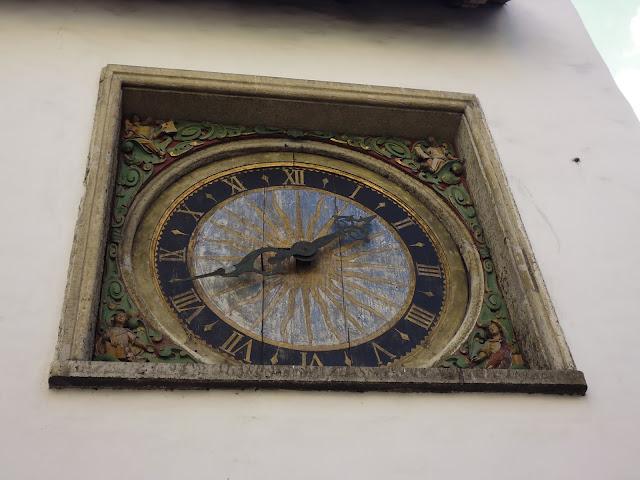 El reloj más antiguo de Tallinn en la Iglesia del Espíritu Santo