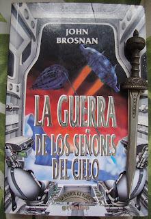 Portada del libro La guerra de los señores del cielo, de John Brosnan