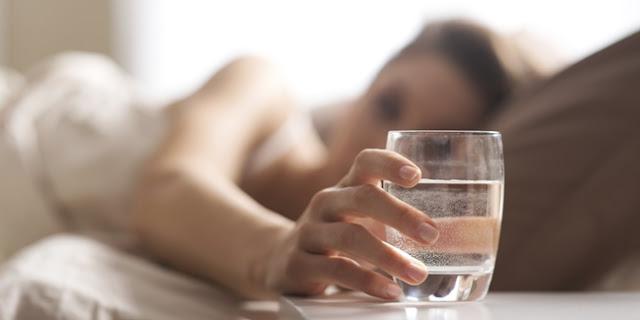 Baru Bangun Tidur?.. Perut Kosong?.. Minum Air Putih, dan Rasakan 6 Manfaatnya..