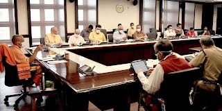 मुख्यमंत्री योगी आदित्यनाथ ने कोरोना से बचाव और उपचार की व्यवस्थाओं को सुदृढ़ बनाए रखने के निर्देश दिए