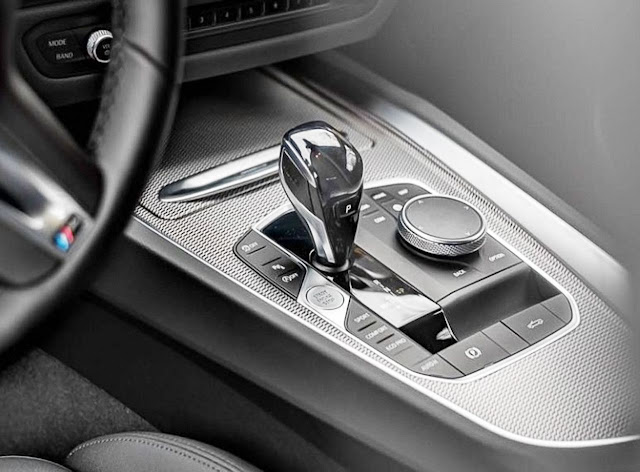 2020-BMW-Z4-sDrive30i-gear-shifter