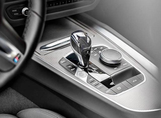 2020-BMW-Z4-sDrive30i-gear-shifter