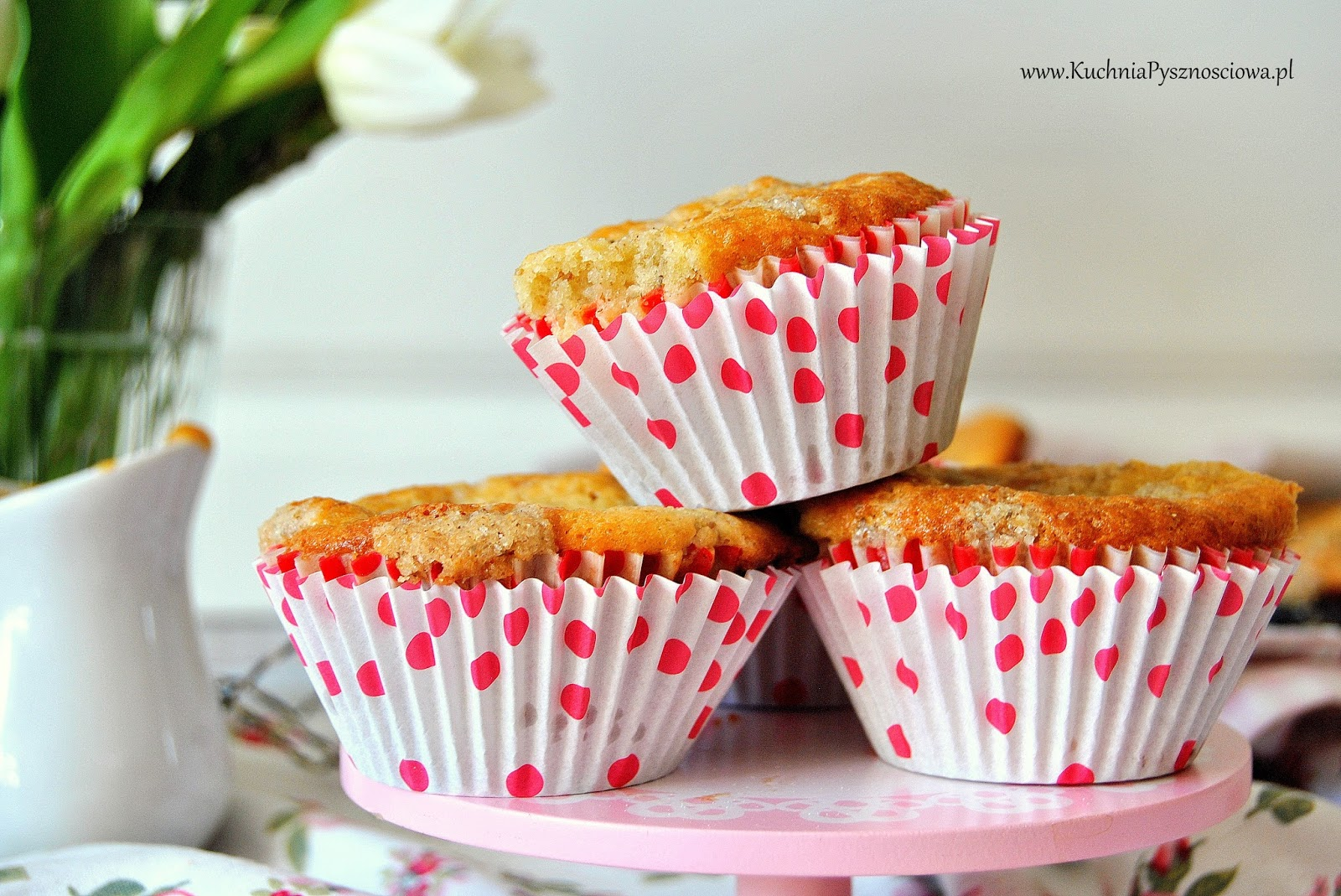 597. Muffiny z rabarbarem i kajmakiem