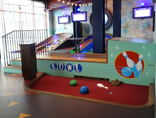Puttshack super tech mini golf at White City
