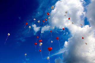 fly baloon in sky whatsapp dp hd image