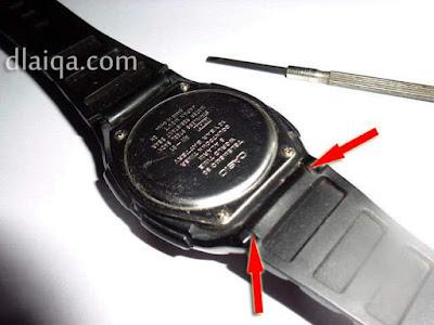 lepas strap arloji Casio yang rusak