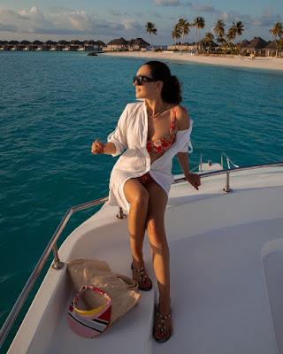 caterina balivo in bikini sulla barca estate 2021