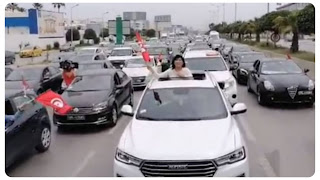 """بالفيديو : عبير موسي تقود مظاهرة حاشدة بالسيارات """""""