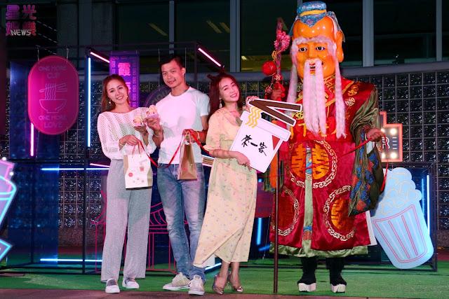 丫頭以來一客加筷子的「愛情筷來」組合向月老還願,並誓言要將喜氣分享給現場單身男女!