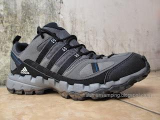 Halaman Samping  Begini cara mencuci dan membersihkan sepatu olahraga   yang benar   ) c532d4187e