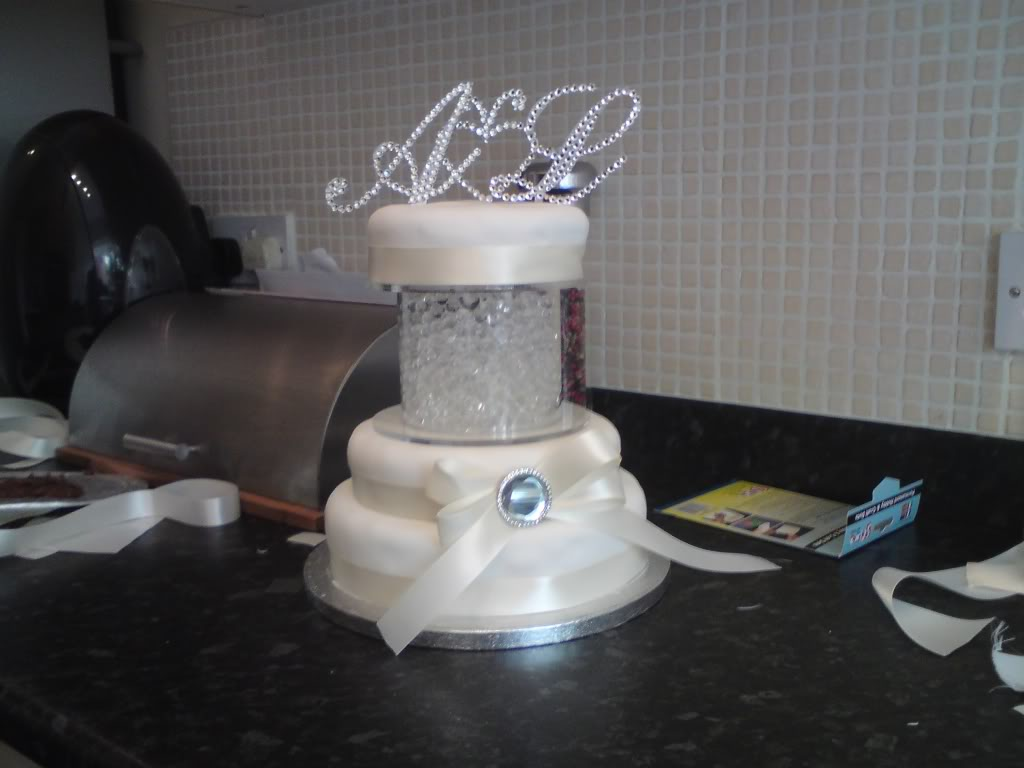 Cheap Wedding Cakes  Asda Wedding Cakes Tiers Pictures   Food and drink Asda Wedding Cakes Tiers Pictures