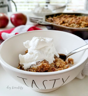 Cast iron skillet apple crisp, a family favorite recipe! | diybeautify.com
