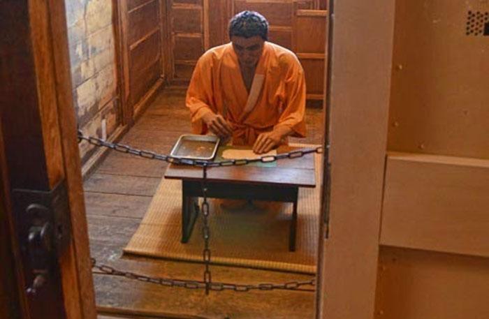 Yoshie Shiratori penjara