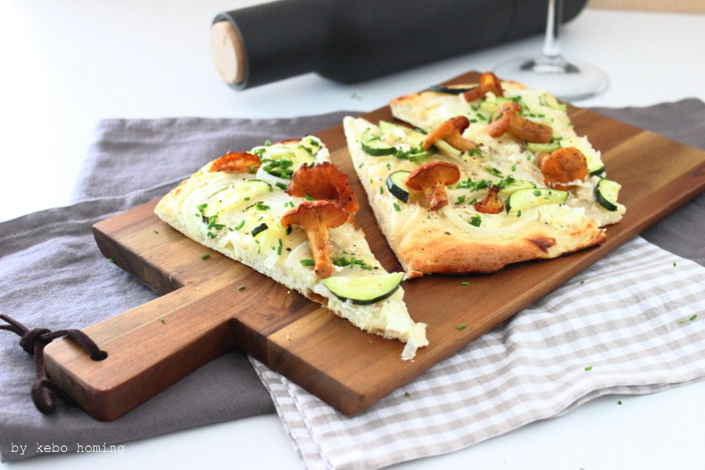 Flammkuchen mit frischen Pfifferlingen, #wirrettenwaszurettenist, Rezept auf dem Südtiroler Food- und Lifestyleblog kebo homing, foodstyling & photography